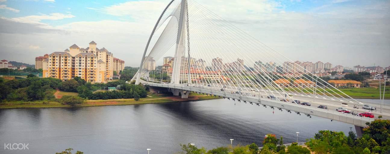 Putra Bridge in Putrajaya